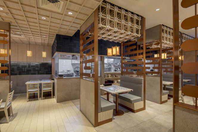 Thiết kế nhà hàng Nhật Bản thường được chia thành khu vực  khu vực quầy bar, phòng ăn ngồi và phòng ăn ngồi bệt.